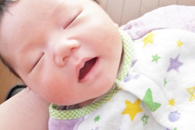 眠った赤ちゃんを置く