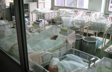 日本と世界の出生率を比べてわかること