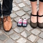 パパ・ママの足と子どもの靴