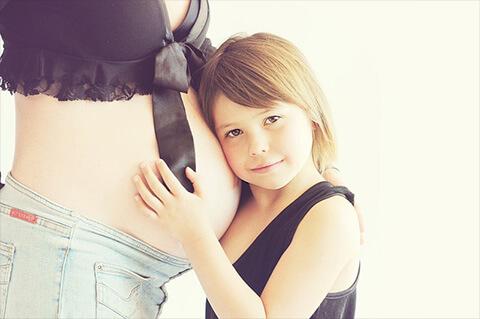 妊婦と子供のマタニティフォト