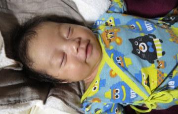 笑顔で眠る赤ちゃん