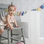 外国の女の子の1歳の誕生日