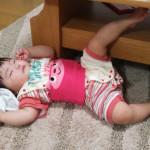 すごい寝方をする赤ちゃん