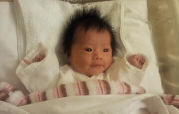 目がくりくりした可愛い赤ちゃん