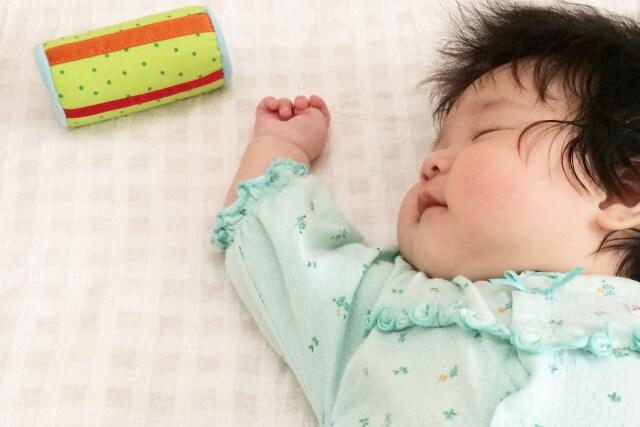 眠っている顔がパンパンの赤ちゃん