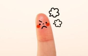 怒っているママ風な指