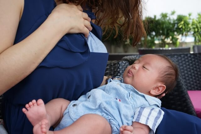 授乳前の赤ちゃん