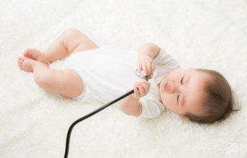 赤ちゃんと聴診器