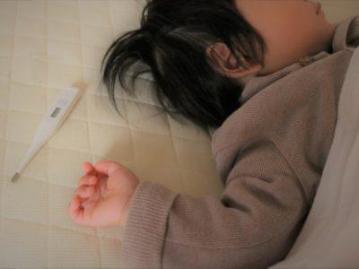 正しい熱の測り方は?嫌がる赤ちゃんに使える非接触体温計の精度は