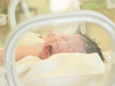 カンガルーケアのやり方と効果は?早期母子接触の違いと事故リスク